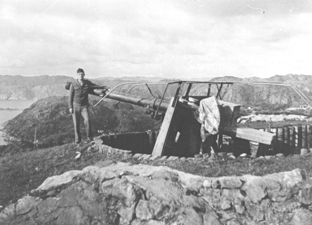 10.5 cm Schneider feltkanon, Bildedato: e. mai 1945.  Copyright: FM.