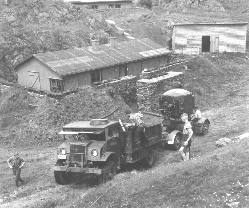 Brakke og kull-lager, Bildedato: 1955.  Foto: Kåre Tønnessen
